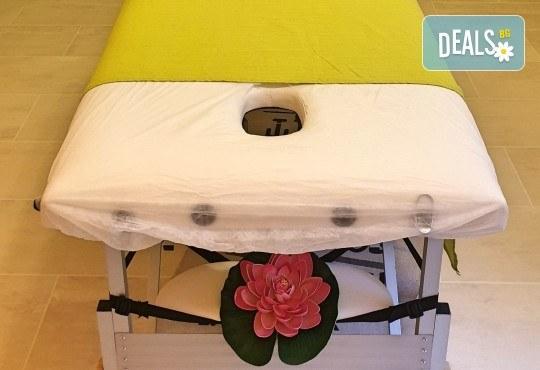 Ароматерапевтичен масаж на цяло тяло с аромати по избор - зимна свежест, коледен сладкиш, елха, портокал, ябълка и канела или други, в Dream Relax! - Снимка 4