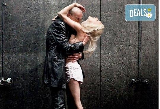 Гледайте комедията Килър Джо с Малин Кръстев на 9-ти декември (понеделник) в Малък градски театър Зад канала! - Снимка 5