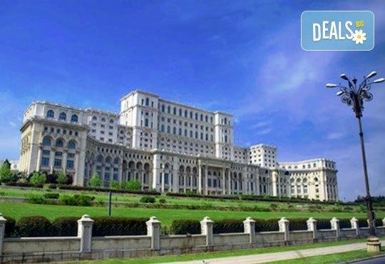 Коледно настроение в Букурещ с Дари Травел! Транспорт, водач и панорамна обиколка с местен екскурзовод - Снимка 7