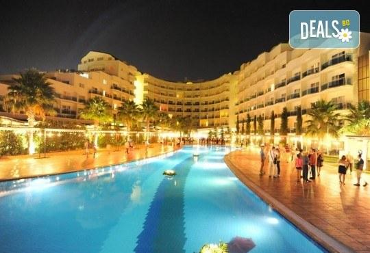 Нова година в Sealight Resort Hotel 5*, Кушадасъ, Турция! 3 или 4 нощувки на база All Inclusive и празнична гала вечеря! - Снимка 1