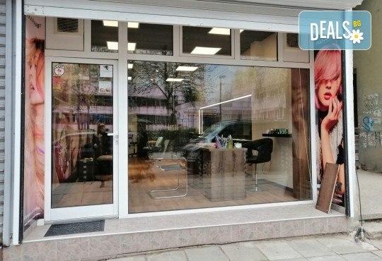 Диамантено микродермабразио и кислородна мезотерапия с ампула хиалуронова киселина и подарък: биолифтинг в Студио за красота Beauty Star до Mall of Sofia! - Снимка 10