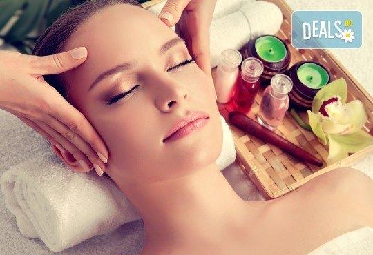 За красивата жена! СПА масаж Златен дъжд със златни частици, парафинова терапия за ръце, масаж на лице, хиалурон или колаген и чаша бяло вино в Senses Massage & Recreation - Снимка 5