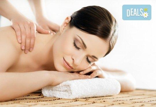 100% здраве! Пакет от 3 оздравителни масажа: дълбок масаж със сусамово масло и зонотерапия, оздравителен масаж с емулсия витамини, масаж с мурсалски чай и терапия кварцова лампа в Senses Massage & Recreation! - Снимка 3