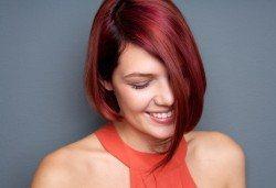 Боядисване с боя на клиента, терапия с продукти според нуждите на косата и прав сешоар в салон за красота Diva - Снимка