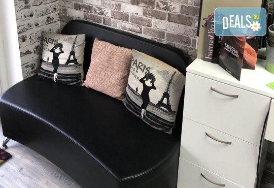 Боядисване с боя на клиента, терапия с продукти според нуждите на косата и прав сешоар в салон за красота Diva - Снимка 3