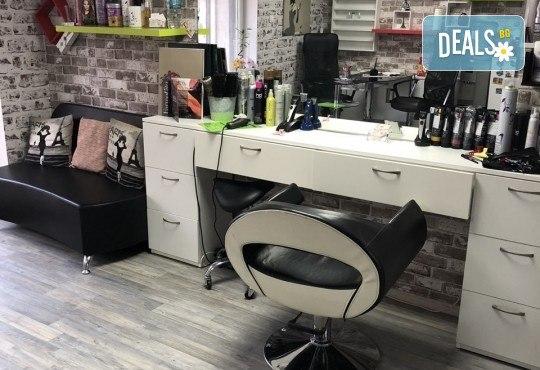 Боядисване с боя на клиента, терапия с продукти според нуждите на косата и прав сешоар в салон за красота Diva - Снимка 5