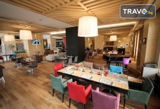 Нова Година 2020 в Истанбул, Хотел Holiday INN 5*, с Дари Травел! 3 нощувки със закуски, 2 вечери, по желание Новогодишна вечеря на корабче по Босфора и транспорт - Снимка 5