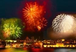 Нова Година 2020 в Истанбул, Хотел Holiday INN 5*, с Дари Травел! 3 нощувки със закуски, 2 вечери, по желание Новогодишна вечеря на корабче по Босфора и транспорт - Снимка
