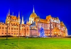 Коледна приказка във Виена и Будапеща! 3 нощувки със закуски, транспорт и водач-екскурзовод от Рикотур! - Снимка