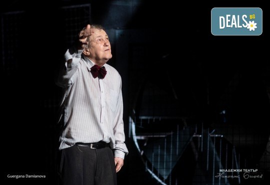 Гледайте Стефан Мавродиев в Аз, Фойербах, на 06.12. от 19ч. в Младежки театър, Камерна сцена, 1 билет! - Снимка 2