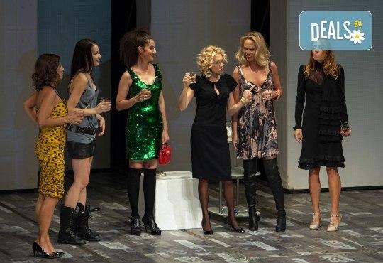 Гледайте съзвездие от актриси в хитовия спектакъл Тирамису на 03.12. от 19ч., голяма сцена, 1 билет! - Снимка 9