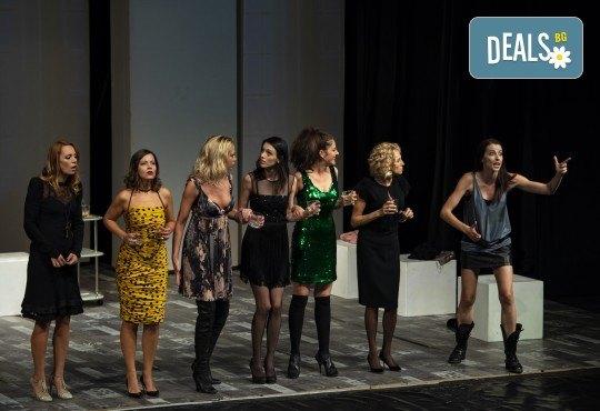 Гледайте съзвездие от актриси в хитовия спектакъл Тирамису на 03.12. от 19ч., голяма сцена, 1 билет! - Снимка 2