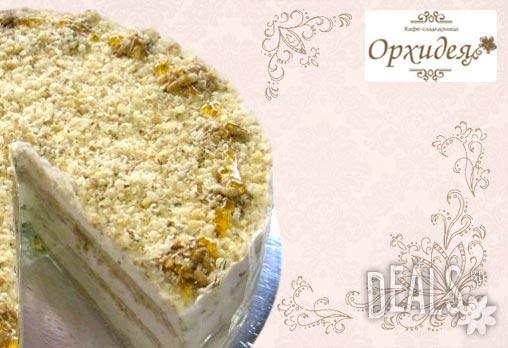 Ново неустоимо предложение от майсторите на Орхидея! Френска торта с мед, орехи и медени платки - 8 - 10 парчета на топяща се цена от 10.79лв!