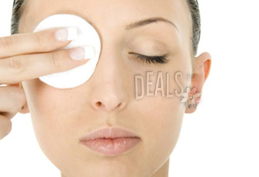 Професионално почистване на лице + кола маска на горна устна или почистване на вежди само за 7.50лв вместо за 30лв в Козметичен център DR.LAURANNE в Центъра на София