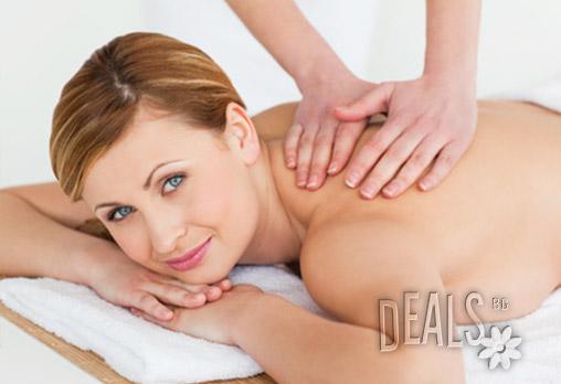 Поглезете се и се отпуснете! 30 минутен масаж на гръб и яка със 100% натурални масла само за 7.50лв вместо за 20лв от Козметичен салон Релаксиращ свят!