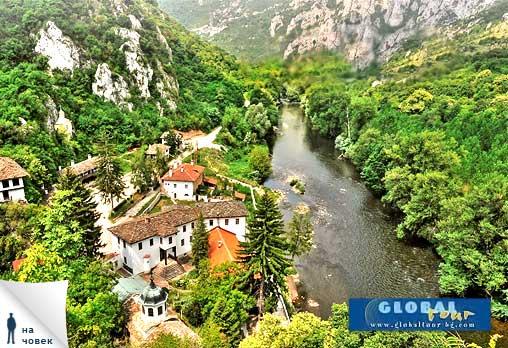 Да погледнем в Очите на Бога! Екскурзия до Пещера Проходна, Етрополе и Етрополски манастир, за 28лв на човек от Глобал Тур!