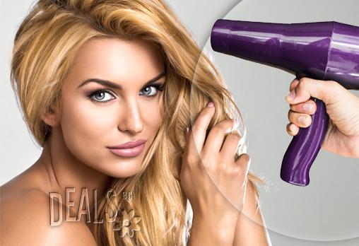 Нова прическа в Kosara Style! Подстригване, регенерираща терапия и стилизиране на прическа със сешоар само за 8.50 лв!