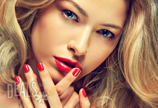 За по-женствени ръце! Перфектен маникюр седмици наред с гел лак цвят по Ваше желание и 4 декорации само за 9.80лв от Студио за красота Шармант в Надежда!