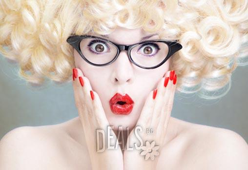 Бъдете цветни и неотразими! Класически маникюр с професионални лакове O.P.I. или Zoya и 2 декорации само за 5.90лв вместо 14лв от Спа салон Easy Spa в Дървеница!