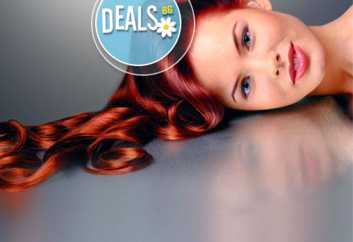 Нов цвят, за да сте в тон със зимата! Вземете боядисване с професионална боя, масажно измиване, оформяне на прическа със сешоар + Бонус: терапия за боядисана коса с Милк Шейк в Салон Golden Angel!