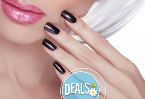 Перфектни нокти дълго време! Маникюр с марка Christian Artesio + UV топ лак и декорации по избор от салон Фламинго!