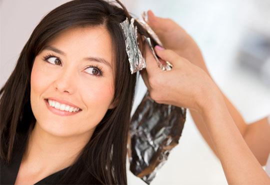 Двуцветни кичури, подхранваща ампула за боядисана коса и оформяне на прическа със сешоар в Салон Хасиенда