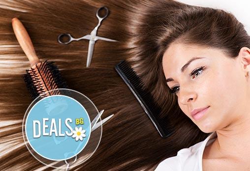 Грижа за косата! Маска с копринени протеини, масажно измиване, подстригване и оформяне с прав сешоар от ''Долче вита''!