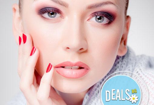 Маникюр и педикюр с лакове по избор, UV топ лак и 2 декорации и бонус: 30% отстъпка от козметична услуга в салон Вили!