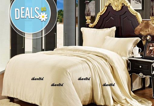 Приятни и сладки сънища с красиво спално бельо от микрофибър в цвят шампанско или розово-лилава комбинация от Фирма Икар