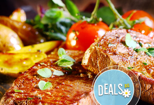 Хапнете вкусно и обилно в ресторант Старият град в центъра на София! Поръчайте сач за двама от свинско или пилешко месо!