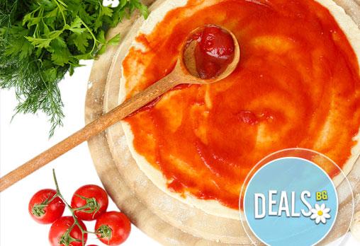 Вкусни и хрупкави пици! Три малки или една голяма по избор от Пица&Дюнер Presto, в центъра на София! - Снимка 3
