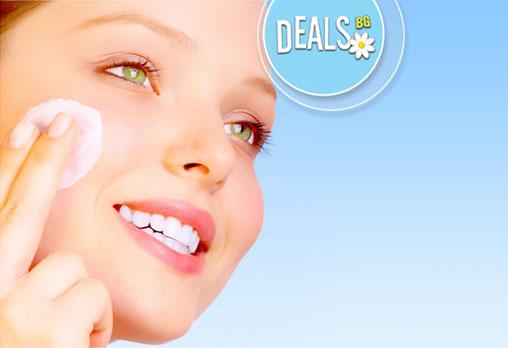 Терапия за лице с 3 апаратури с хиалуронова киселина и Q10 в козметичния център на Студио Мания