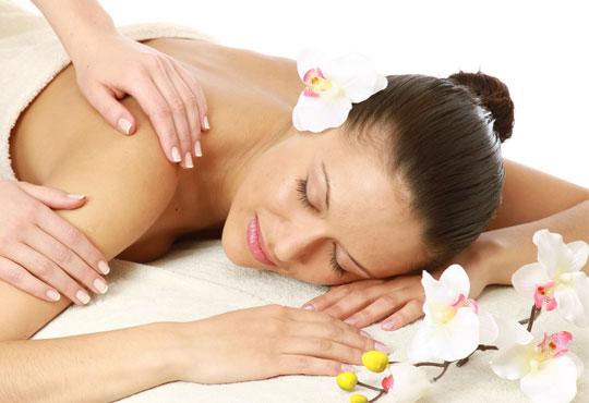 70- минутен класически масаж на цяло тяло, масаж на глава и -20% отстъпка за всички масажи в Салон за красота LB!