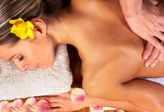 Отървете се от стреса и напрежението с класически, релаксиращ или лечебен масаж на гърба в Салон за красота LB!