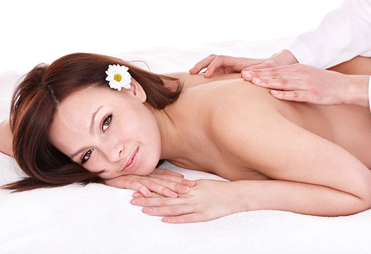 Лечебен масаж чрез физиотерапевтични и кинезитерапевтични техники при болки в опорно-двигателния апарат в Алфа Медика!