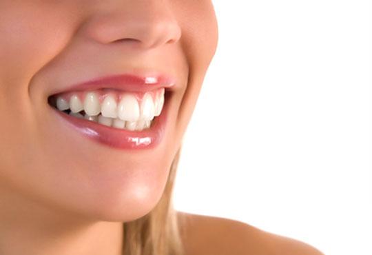 Почистване на зъбен камък и зъбна плака с ултразвук и полиране + бонус: 20 % отстъпка в ДК д-р Маринашева