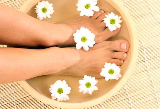 Покажете перфектните си крака! Изберете класически или SPA педикюр с обикновен лак или гел лак в салон Лаура стайл!