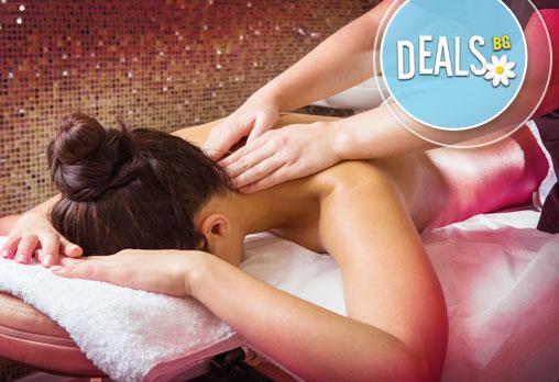1 или 5 болкоуспокояващи масажа на гръб с инфраред активиране на лечебния крем в студио за красота Младост