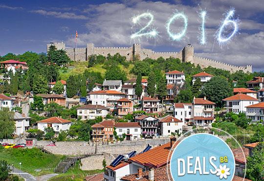 Нова година в Охрид, Македония! 3 нощувки с 3 закуски, 1 обикновена и 2 празнични вечери, транспорт, разходка из Скопие!