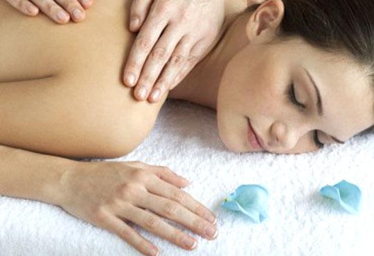 Отпуснете се с класически или релаксиращ масаж на цяло тяло и рефлексотерапия на стъпала в център Алфа Медика!