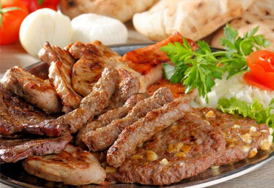 Вълча вечеря за двама и порция пържени картофи с общ грамаж 1.5кг. в Ресторант-механа Мамбо в центъра на София!