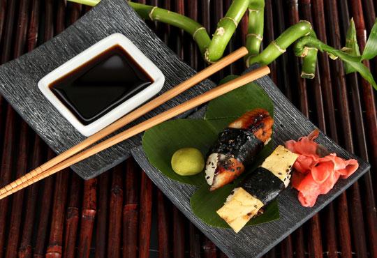 Микс от завладяващи вкусове! Суши сет oт 66 хапки микс футомаки, урамаки, хосомаки и нигири от Касаи Суши
