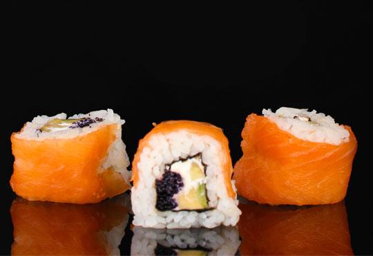 Потопете се в екзотика! Суши сет oт 78 хапки (футомаки, урамаки и хосомаки), клечки и соев сос от Касаи Суши