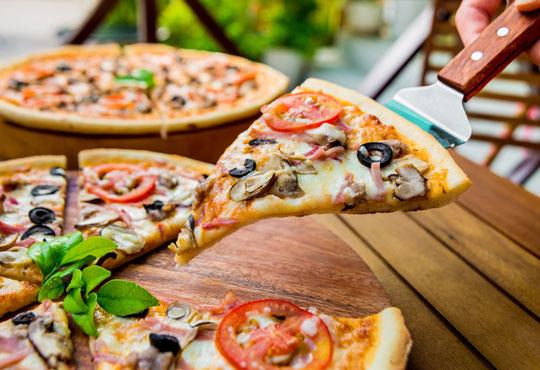 Традиции от Италия! Голяма тънка италианска пица и бонус -10% отстъпка от консумация за цялото меню на място в Club 68