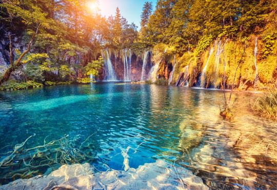 Екскурзия през юни до Хърватска и Словения! 3 нощувки, закуски, транспорт, посещение на Плитвички езера, Постойна Яма и Загреб