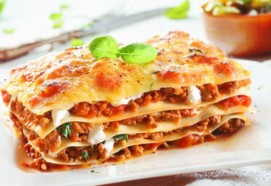 Вземете класическа лазаня, лазаня ''Прошуто'', вегетарианска лазаня или лазаня с 4 сирена от ресторант Деличи!