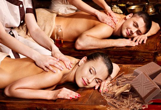 Ароматна терапия за влюбени! 60-минутен синхронен масаж за двама с шоколадово масло в Medina SPA & Wellness!