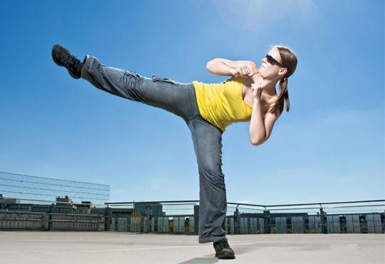 Раздвижете се и се забавлявайте с 2 посещения на тренировки по тае бо на цената на 1 в Daerofit Aerobic and Dance Centre!