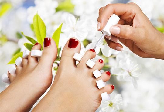 Нежна грижа за краката! Педикюр с O.P.I. + масаж с ароматни крем масла, пилинг и декорации в Салон за красота Swarovski