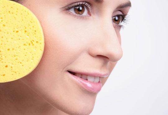 Отървете се от акнето и разширените пори с дълбоко почистваща терапия за лице във Victoria Beauty Center!